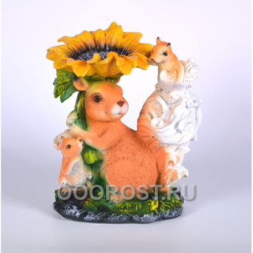 Садовая фигура Белки-семья с цветком h 25 см