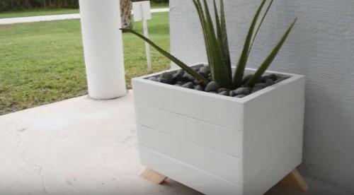 Кадка из дерева для растений